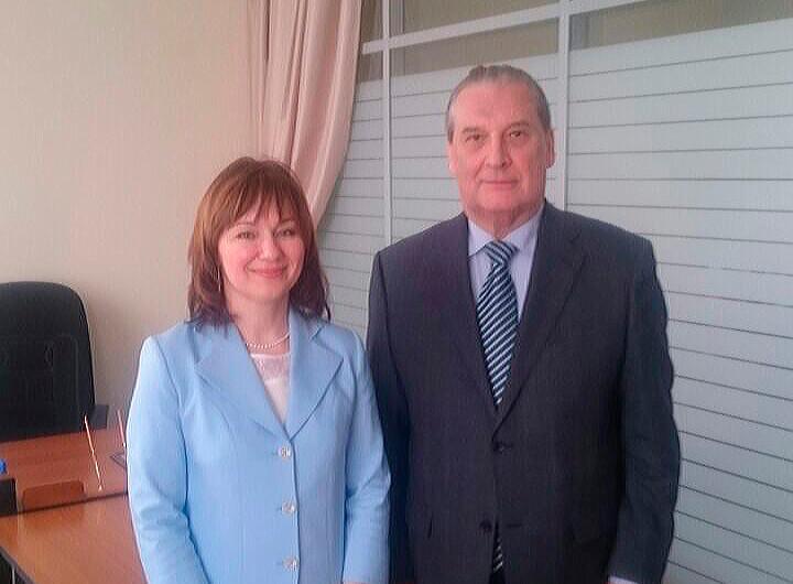 Вручение удостоверения Ассоциации юристов России.